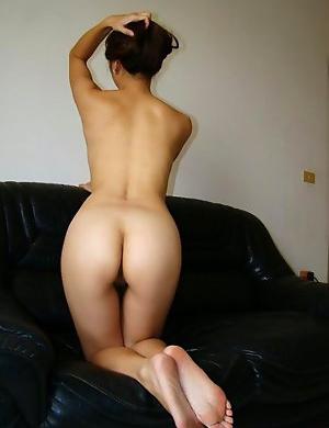 Naked Asian girlfriend deepthroats fat cock